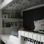 Aufbewahrung Im Kinderzimmer Wandregal Furs Hochbett Als Nachttisch Ersatz Natur Aus Holz Aufbewahrung Im Kinderzimmer Kinderbucherregal Bucherregal Kinder