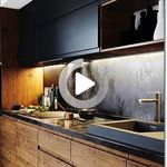 Um Die Tat Der Kleinen Kuche Zu Erreichen Umbau Kombiniert Mit Fabelhaften Design Und Verbesserte Funktionalitat In 2020 Platzsparende Kuche Kleine Kuche Kuchendesign