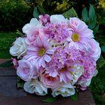 Kytice Z Rudych Ruzi Svatebni Nebo Jen Tak Skladem Romanticka Svatebni Kyticka Z Hedvabnych Rudych Ruzi Dozdobena Zelenymi Bob Bridal Bouquet Flowers Bouquet