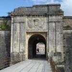 16 06 2012 9h50 Porte De Ville Cote Interieur Cite Xve Siecle Classee Mh Le 20 12 1936 Rue Nationale Trie Village Francais Photos Numeriques Historique