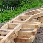 Stutzmauer Aus Stammen Garteneinfassung