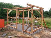 DIY Gartenhaus selber bauen Mit dem fertigen Ständerwerk steht das Grundgerüst… – Garten – Hütte