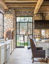 Traumhaus im mediterranen Stil mit rustikalem Interieur in der Wüste von Arizona   – Haus