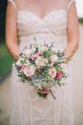 Blumenstrauß aus Rosen, Lisianthus, Gyp, Lavendel und bunten Blättern – Brautstrauß – …   – Brautstrauß