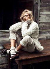 Anja Rubik in einem gemütlichen Ensemble für die Vogue Paris.