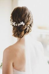 Chignon disheveled wedding I 30 ideas hairstyle bun chic bohemian wedding