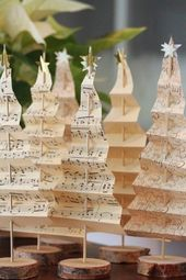 décoration noel, sapin en papier et en rondelles en bois