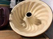 Kuchen? Hier kommt die Backform. Alte Gugelhupfform aus Keramik #etsy # Haushalt …   – altes Leinen