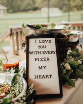 Von Pizza-inspirierten Deko-Akzenten bis hin zu Pasteten am Stück – hier erfahren Sie, wie Sie Ihre …   – Wedding Reception Food Ideas