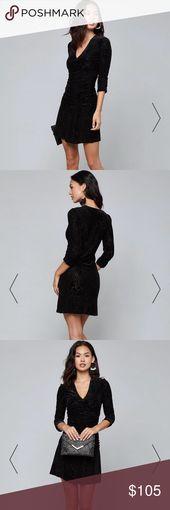"""Bebe """"Ruched Burnout Velvet Dress"""" Sie brauchen immer etwas Samt. In einem luxuriösen …"""