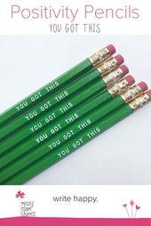 Diese Packung mit sechs grünen Stiften ist ein großartiges Schreibtischaccessoire für alle, die …   – gifts: inspirational ideas