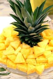 Keep the top of the pineapple… such a simple idea! love it