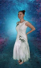 Färgade bröllopsklänningar Tranbär och bröllopsklänningar Kort satäng. #färgade vi …