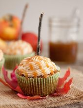 Karamell-Apfel-Mini-Käsekuchen mit Streusel-Belag – Cooking Classy   – cupcakes