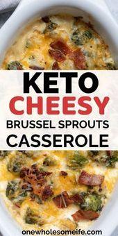 Keto und kohlenhydratarmer Rosenkohl mit Speck. Gebildet mit einer sahnigen Käsesoße und …