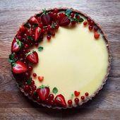 Zitronenkuchen mit roten Johannisbeeren und Erdbeeren   – Kuchen Rezepte