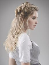 Dirndl hairstyle: Half hair ring