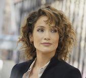 Wunderbare Frisuren Frisuren – Perfekte Frisuren Frauen Locken Mittellange … Mehr unter kpsl.youareblabla …