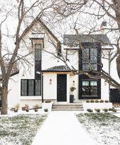 Elegantes Zuhause im Schneesturm #decor #homedecor #christmas #exteriordesign #e…