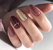 Manucure tendance automne hiver 2018 2019 nude rose bordeaux violet doré paillettes rayure mode glitter ongle vernis mat noël nail ar…