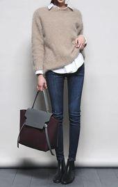 wie man skinny jeans stylt: weißes hemd + nackter pullover + tasche + stiefel