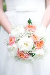 Brautstrauß aus Pfingstrosen, Rosen und Gypsophila   – Brautsträuße