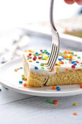Dieser weiße Texas Sheet Cake ist eine Familientradition und DAS BESTE hausgemachte Kuchenrezept, das …   – my blog love