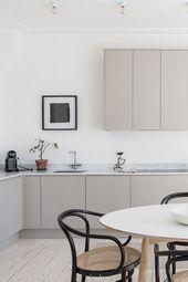Modernt grått kök från Nordiska Kök med släta…