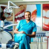 د فادي البويرات اخصائي تقويم الاسنان والفكين عيادات الرونق للاسنان والجلدية اسنان في الخبر عيادة طبيب الرونق Style Fashion 80s