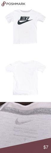 Nike Boy's White Graphic Short Sleeve Shirt Gently used boy's Nike white…