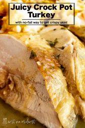 Dieses einfache, saftige Putenbrustrezept für den Slow Cooker enthält Kräuterbutter mit …   – Turkey..crockpot