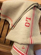 Kreuzstich-Monogramm auf alte Decke #leinen # Haushaltswaren #etsy # Mangel …   – Monogramme