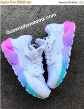 Einhorn Nike Huaraches Custom – Crystal Garmon Downs – #Crystal #Custom #Downs …   – Schuhe