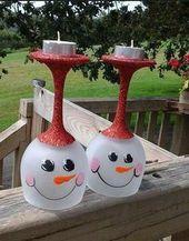 Süße Idee für Weihnachten: Bemalte Weingläser.