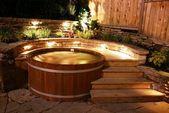 Verwandeln Sie Ihren Garten in einen erholsamen Kurzurlaub mit einem Zeder-Whirlpool. Unsere Wannen sind ma