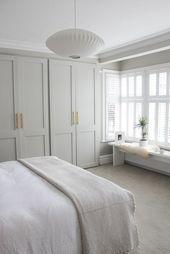 Ruhiges und frisches Schlafzimmer // neutrales Schlafzimmerdekor mit eingebauten Ins   – Interior Design Style: Classic + Transitional