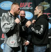 L R Ufc Heavyweight Champion Brock Lesnar And Challenger Cain Velasquez At The Ufc 121 Pre Fight Press Conference At The Walt Cain Velasquez Ufc Ufc Fighters