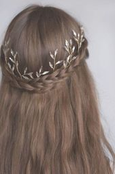 Ethereal Crystal Leaf Headband This glamorous bodice can be worn in a variety of ways. Worn outwards with her leaves