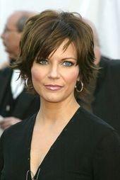 Kurze Frisuren für Frauen über 50 dicke Haare | Seitenansicht von Lisa Rinnas kurzer Frisur. Beschreibung von pinterest.com. Ich suchte danach auf bi …