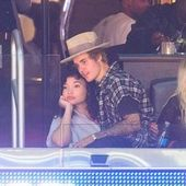 Justin Bieber was in good company during the LA Clippers game on Friday night. Instead of sitting in his own chair though, he sat on model Ashley Moor…