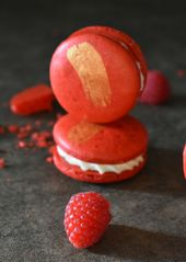Unglaubliche weiße Schokolade & Himbeer Macarons | Buttery Sweet