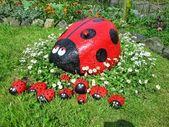 La coccinelle en pierre de mon jardin avait des chiots !!!! Je vais offrir ces chiots …   – jardin
