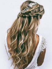 Edgy, but with a feminine touch: This women's hairstyle is characterized by a masterly cut and a sophisticated, casual hair styling. #hairstyle…