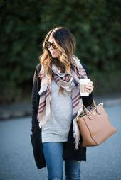 Baby Bump It can be difficult to know how to style your growing baby bump during the colde...