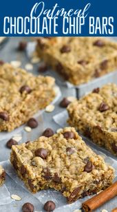These Oatmeal Chocolate Chip Bars are such an easy delicious recipe! Chewy, fu…