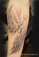 Women Tattoo – 115 Engelsflügel-Tätowierungen, die Sie in den Himmel und zurück bringen
