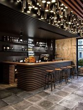 Glamouröses und aufregendes Dekor in der Bar. Weitere Details zum luxuriösen Innendesign finden Sie unter