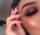 Make-up für braune Augen, mit rot schimmernden Nuancen und strahlendem Glanz. Mutig und d …   – Makeup