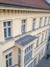 Dieses Gebäude galt es neu zu streichen. Um den historischen Charakter….. Que…