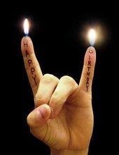 Lustige Geburtstagsbilder – Black Metal – Hornzeichen witzig